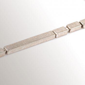 Contemporary silver jewellery by Chloe Solomon
